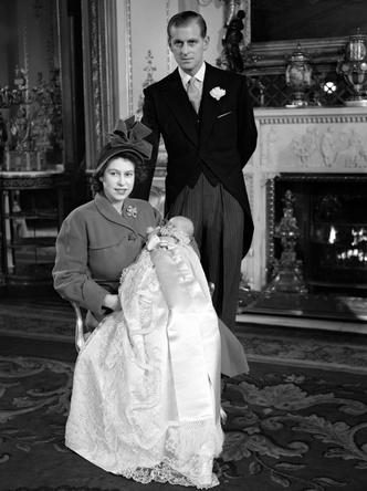 Фото №5 - Самые стильные образы королевских мам на крестинах их детей