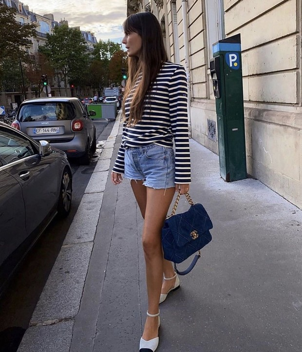 Фото №1 - Парижанка Лея Сфез возвращает в моду тельняшки