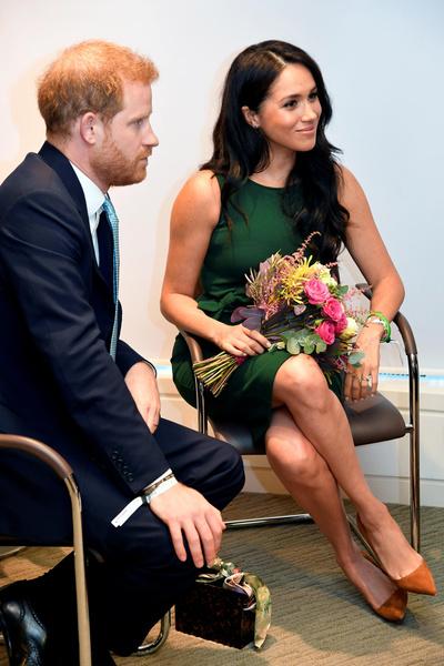 Королева просит Меган и Гарри подождать, пока им найдут замену.