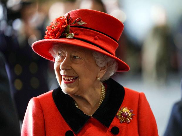 Фото №1 - Специальный гость: кто будет сопровождать Королеву на параде в честь ее дня рождения