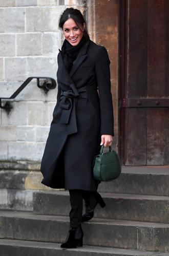 Фото №3 - С подтекстом: почему каждая вещь в наряде Меган Маркл в Уэльсе – это модное заявление будущей герцогини