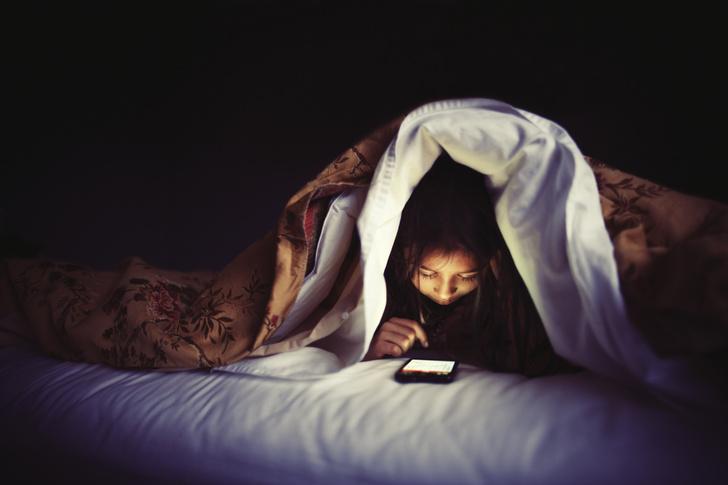 Фото №1 - Психологи рассказали, как гаджеты влияют на детский сон