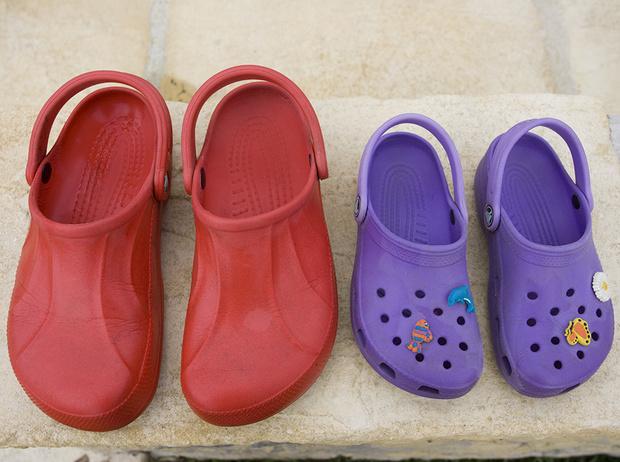 Фото №17 - Красота не главное: как и почему кроксы стали самой модной обувью