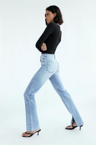 Фото №28 - Самые модные джинсы осени и зимы 2021/22