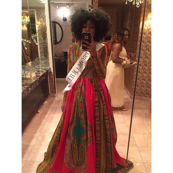 Фото №2 - Старшеклассница бросила вызов стереотипам своим выпускным платьем