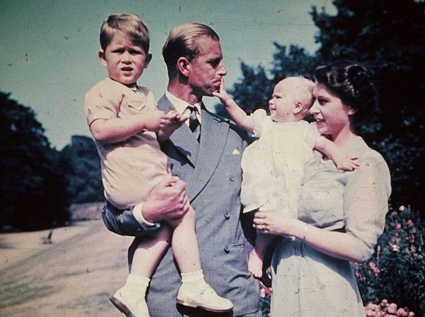 Фото №2 - Как Королева реагировала на ссоры принца Чарльза и принцессы Анны