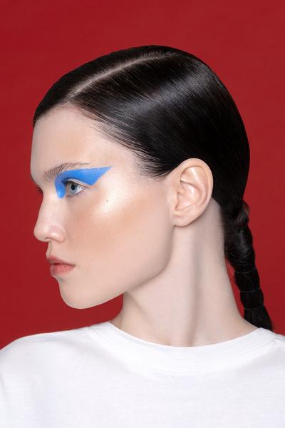 Фото №11 - Смелый макияж для супердевчонок: 3 идеи по мотивам «Капитана Марвел»