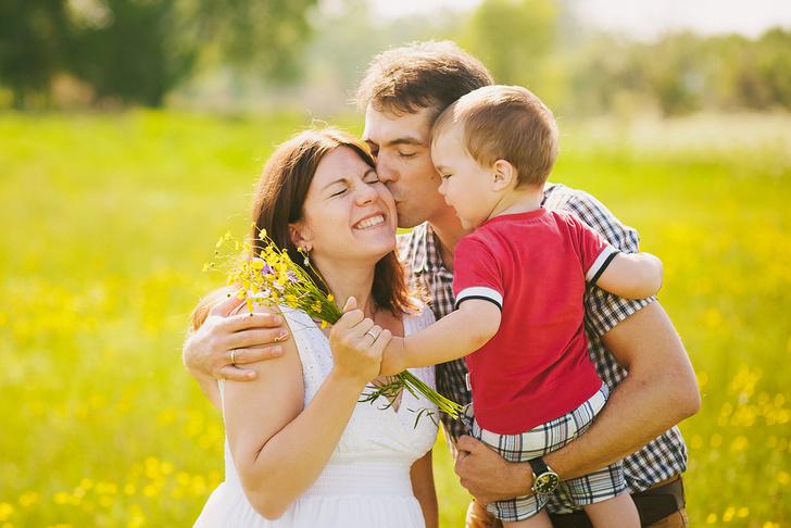 Фото №1 - Объятия и поцелуи между родителями положительно влияют на здоровье детей