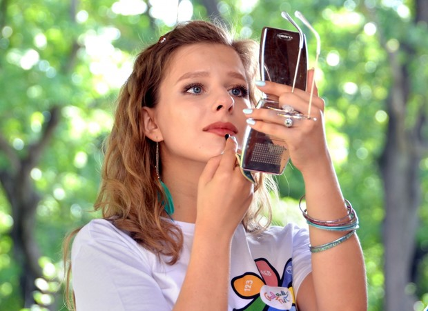 Фото №1 - «Макияж как камуфляж»: Лиза Арзамасова впервые опубликовала фото без косметики