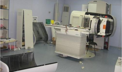 Фото №1 - Почему в клиниках Петербурга аппараты для лучевой терапии есть, а лечения нет