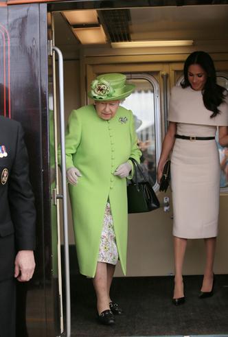 Фото №9 - Меган Маркл и Елизавета II прибыли в Чешир на первое в жизни совместное мероприятие