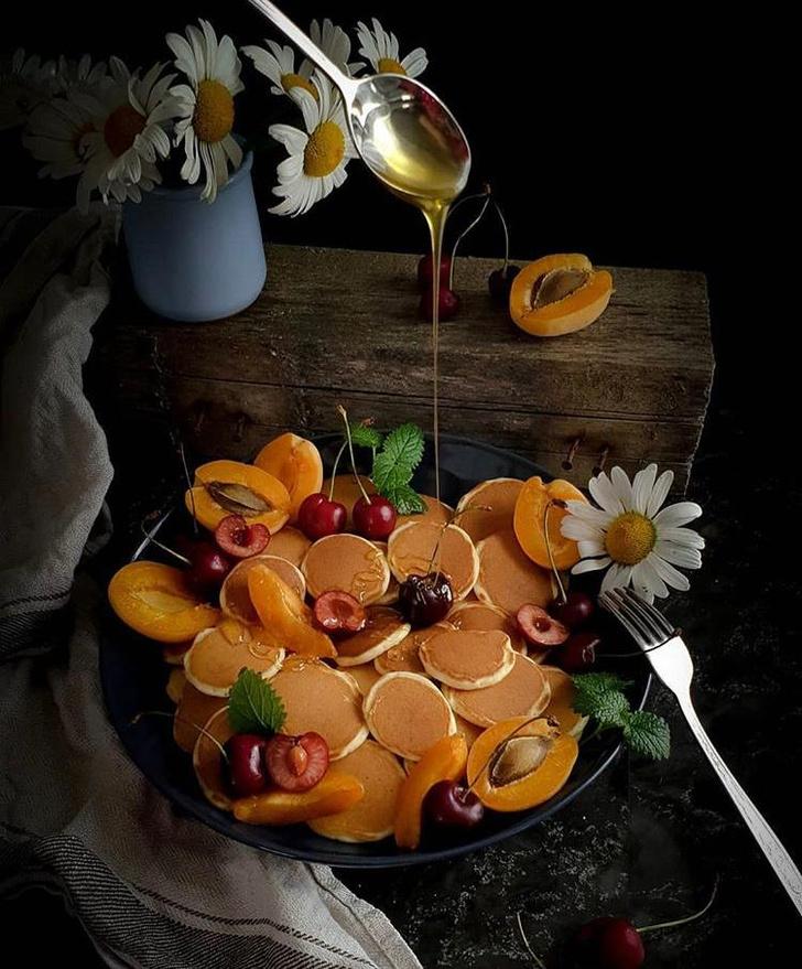 Фото №2 - Фуд-тренд: мини-панкейки с ванильным соусом и клубникой, которые заменят привычные оладушки