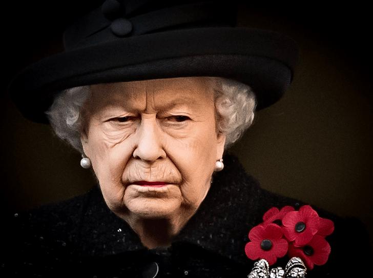 Фото №1 - Эксперты: Елизавета II теряет контроль над королевской семьей