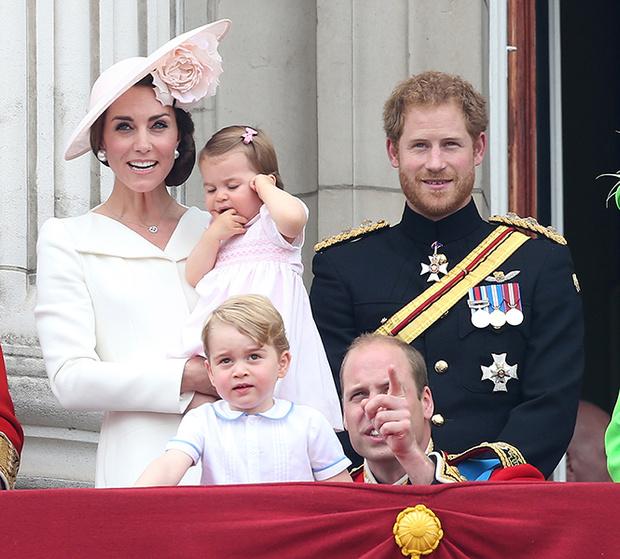 Фото №5 - Принцесса Шарлотта и принц Джордж стали главными героями «балконного шоу»