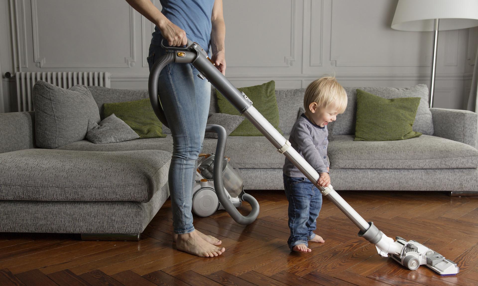 Он сумеет: что должен делать по дому ребенок в разном возрасте