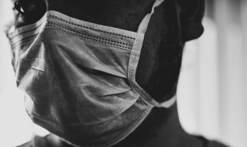 Фото №1 - Онколог НМИЦ им. Петрова: Лечение рака не повышает риск заболеть коронавирусной пневмонией