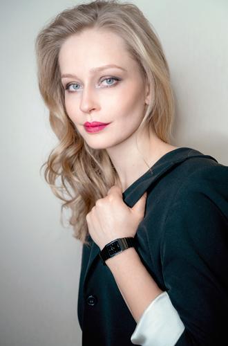 Фото №3 - День и ночь: какие часы Rado выбрала Юлия Пересильд