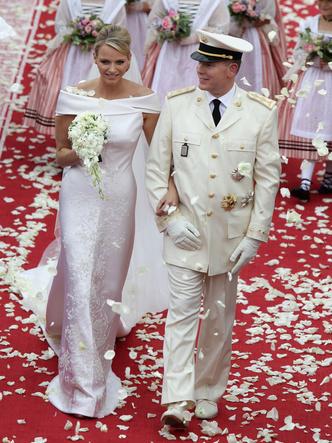 Фото №12 - Платья-близнецы: 15 слишком похожих свадебных нарядов королевских особ