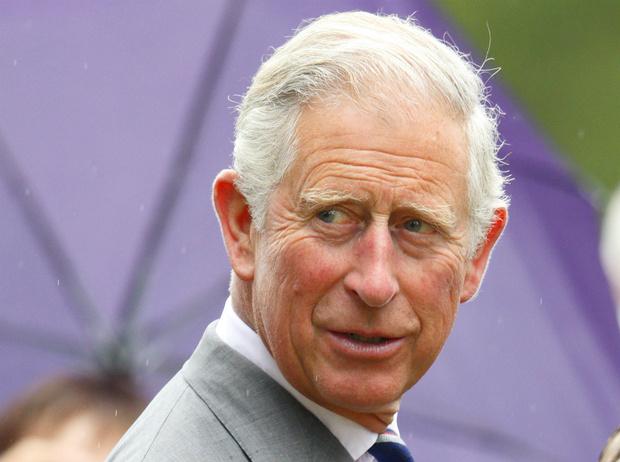 Фото №1 - Не только Меган: кого еще принц Чарльз вел к алтарю (и почему)
