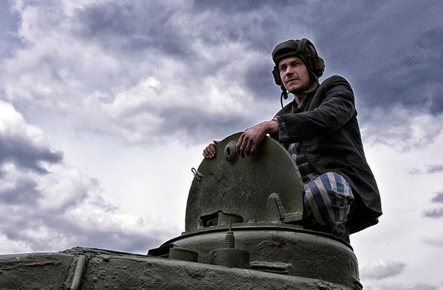 Фото №8 - Елки, танки и любовь: премьеры, которые мы будем ждать с нетерпением