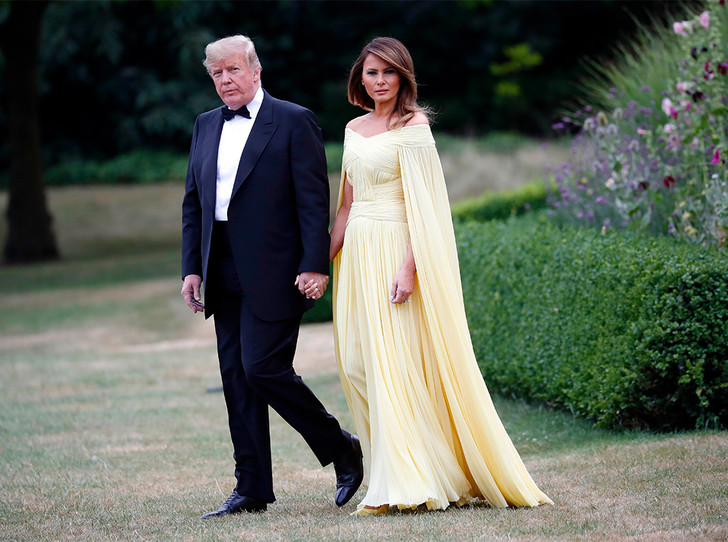 Фото №1 - Мелания Трамп «украла шоу» на гала-ужине в Бленхеймском дворце