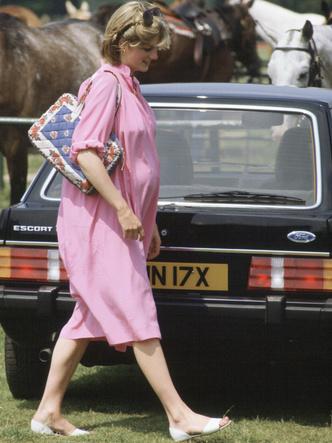 Фото №9 - В ожидании принцев: 10 самых стильных образов беременной Дианы