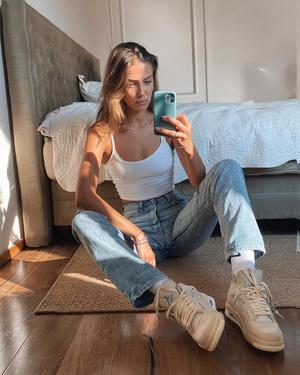 Фото №13 - Гардероб новой девушки Брэда Питта: 6 любимых вещей модели Николь Потуральски
