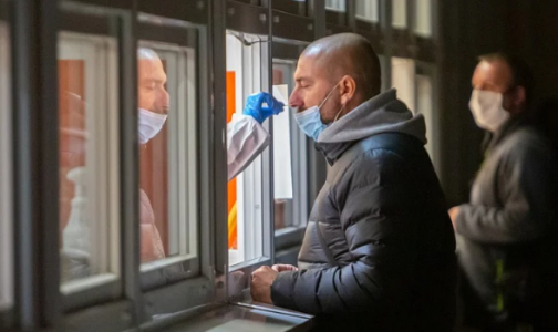 Фото №1 - Касается всех. В Финляндии за отказ от теста на COVID-19 может грозить тюрьма