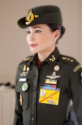 Фото №5 - Представлены официальные снимки королевы Таиланда