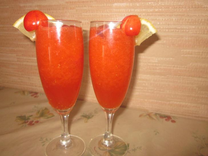 Фото №2 - Летняя прохлада: 7 рецептов освежающих коктейлей