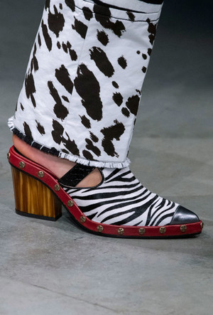 Фото №30 - Самая модная обувь весны и лета 2020: советы дизайнеров