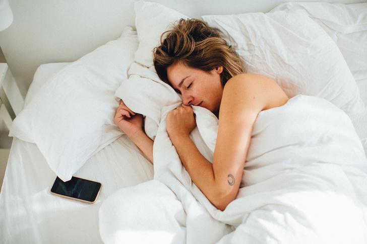 Фото №3 - Почему нельзя спать рядом с телефоном