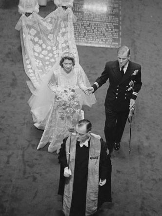 Фото №2 - Загадки Короны: неизвестный секрет обручального кольца Елизаветы II