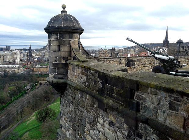 Фото №8 - Принц Гарри и Меган Маркл накануне Дня всех влюбленных приехали в Шотландию