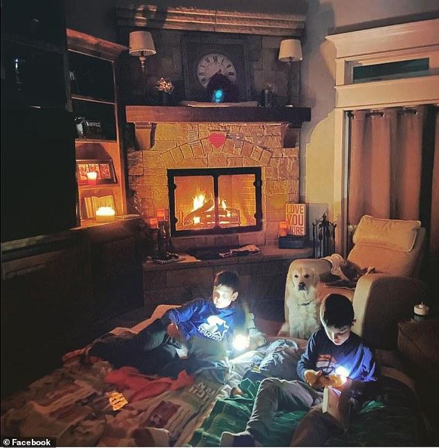 Фото №3 - Жители Техаса выкладывают в «Твиттер» фото, как они справляются с отсутствием в домах воды, света и тепла