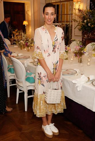 Фото №11 - 20 модных платьев-рубашек как у Меган Маркл и Джиджи Хадид