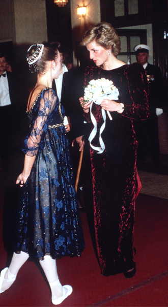 Фото №3 - 15 примеров, когда королевские особы надевали одно и то же вечернее платье несколько раз