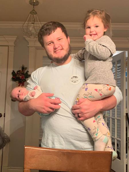 Фото №2 - 2-летняя девочка с редкой болезнью весит 3 кг и носит одежду для новорожденных
