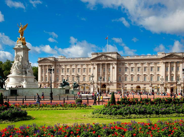 Фото №2 - Самые красивые королевские дома по всему миру