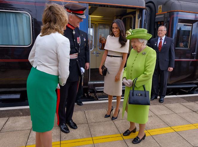 Фото №2 - Меган Маркл и Елизавета II прибыли в Чешир на первое в жизни совместное мероприятие