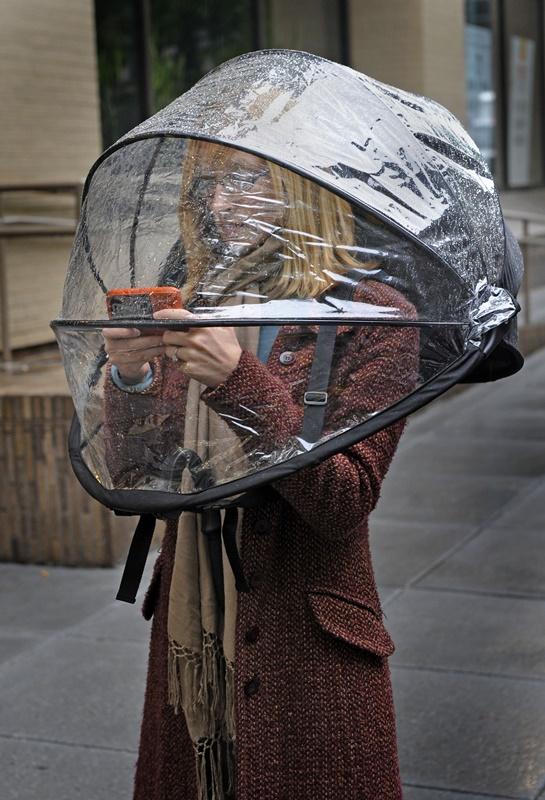 Фото №1 - Спастись от непогоды: 7 изобретений, помогающих укрыться от дождя