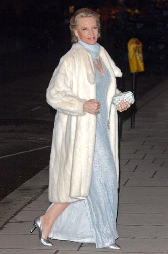 Фото №10 - От Королевы до герцогини Кейт: как королевские особы носят мех