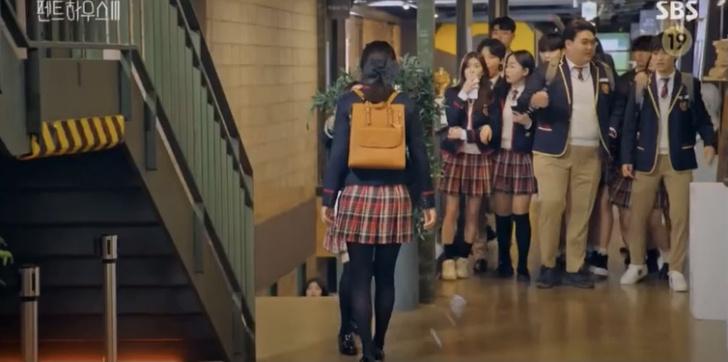 Фото №13 - Самые стильные сумки героинь в третьем сезоне дорамы «Пентхаус»