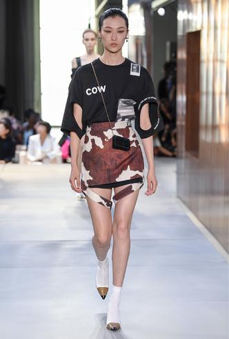 Фото №7 - Коровий принт – новый модный конкурент «леопарда» и «зебры»