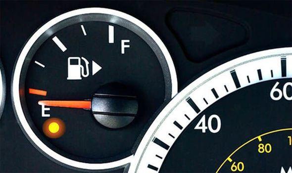 Фото №1 - Сколько километров проедет автомобиль без бензина