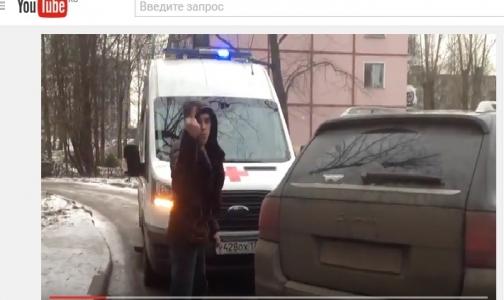 Фото №1 - В Петербурге водитель иномарки преградил дорогу «Скорой» с лежачим пациентом