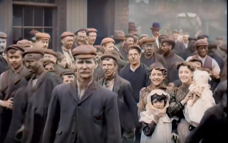 Фото №1 - Раскрашенное видео с английскими рабочими 1901 года