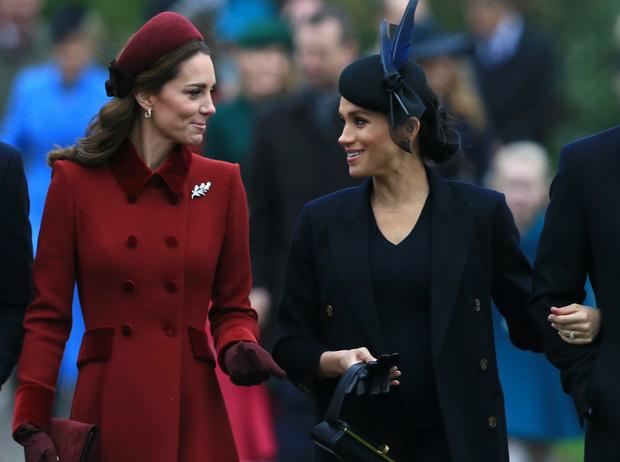 Фото №2 - Невеста с привилегиями: почему Меган всегда позволялось больше, чем Кейт