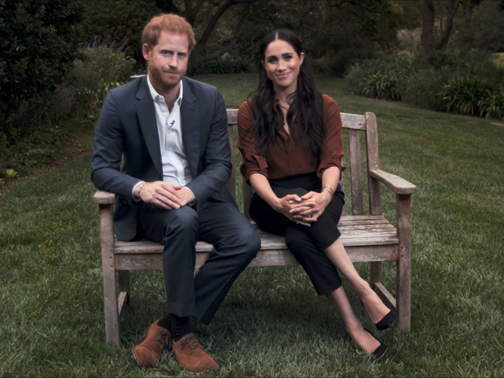 Фото №1 - Первое официальное появление Сассекских: Гарри и Меган нарушили протокол и снова всех огорчили
