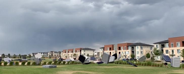 Фото №1 - В Колорадо удалось заснять побег надувных матрасов (видео)